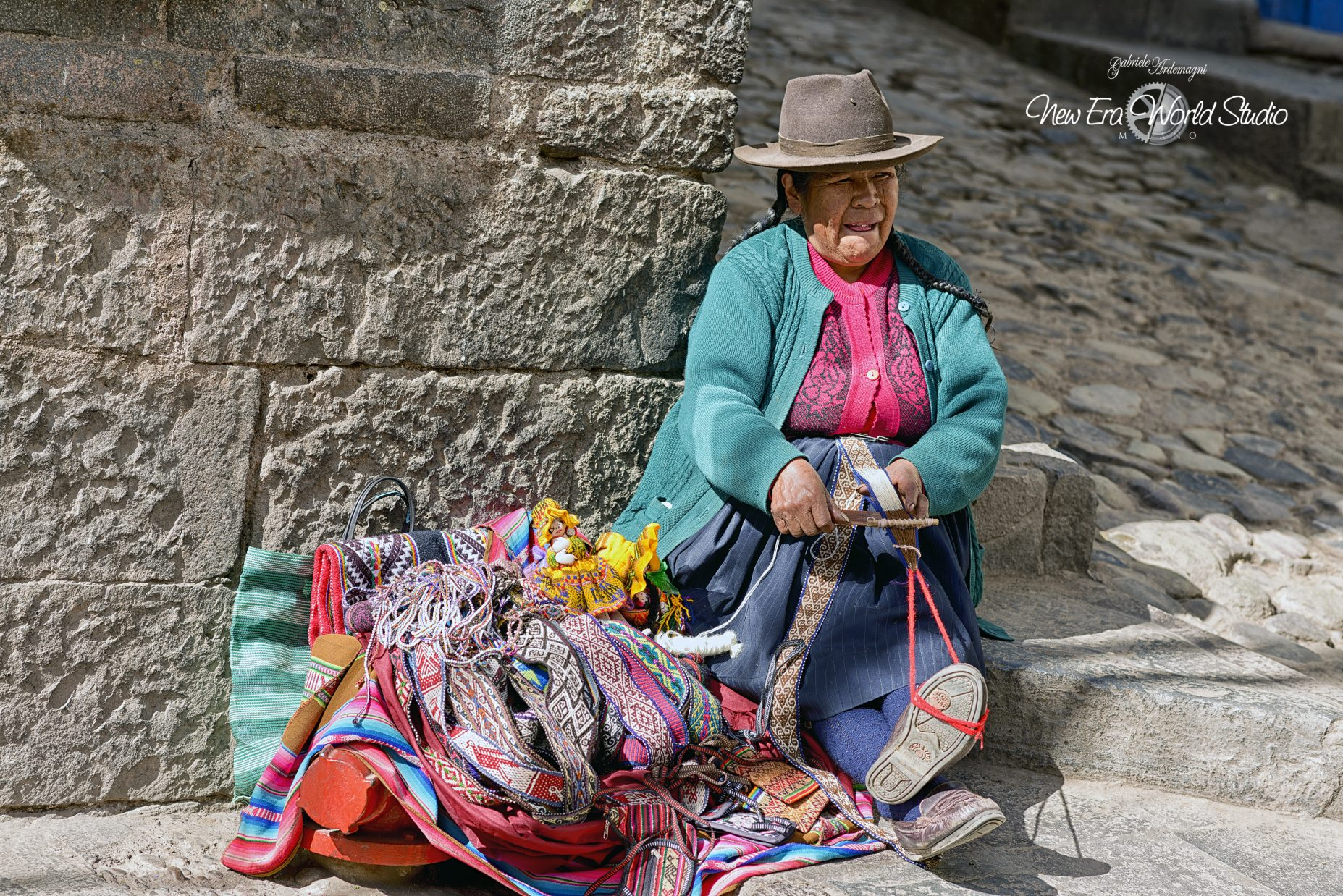 Belt Seller in Cuzco Foto by Gabriele Ardemagni