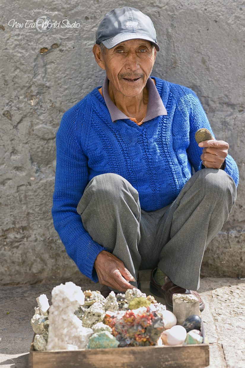 Mineral Seller in Cuzco Foto by Gabriele Ardemagni