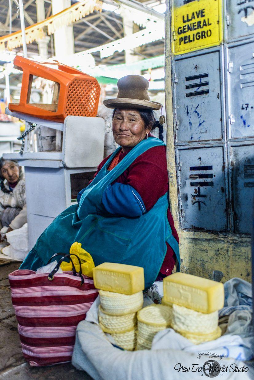 Lama Cheese Seller in Cuzco Foto by Gabriele Ardemagni