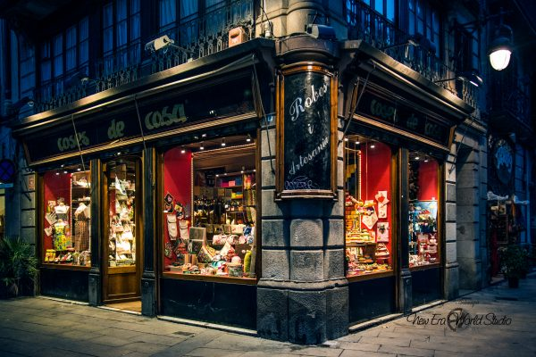 old vintage shop Barrio Gotico Barcelona Spain Foto by Gabriele Ardemagni