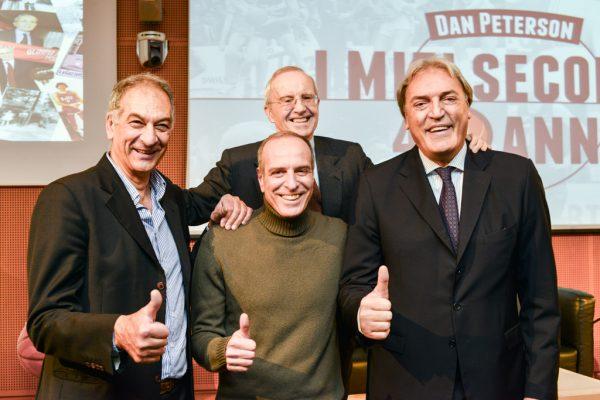 Dan Peterson incorniciato dai suoi eroici giocatori del quintetto base dei successi degli anni 80 Boselli al centro Meneghin a destra