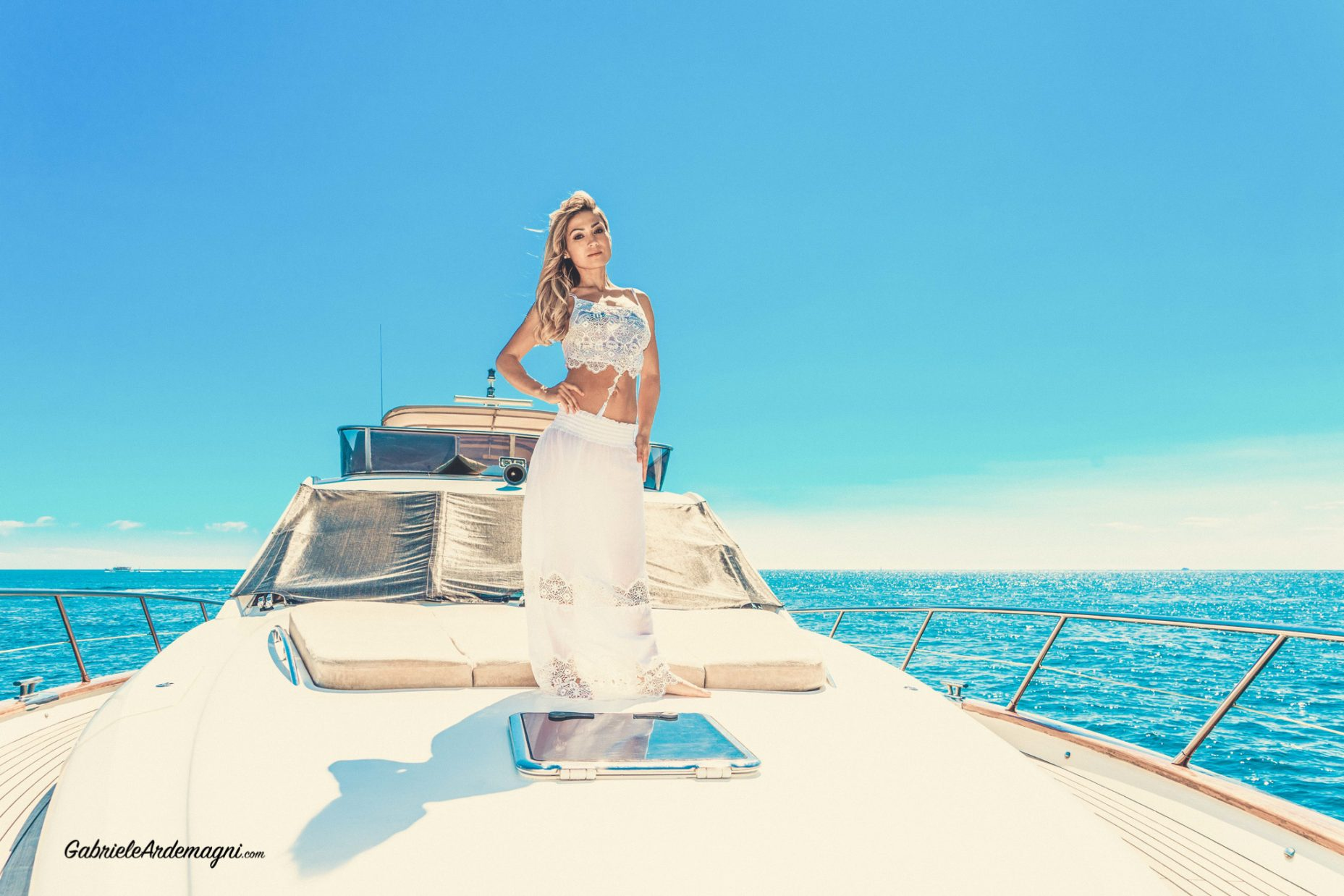 Klodiana Koci Yacht Principe Forte dei Marmi Copricostume Cotton Club