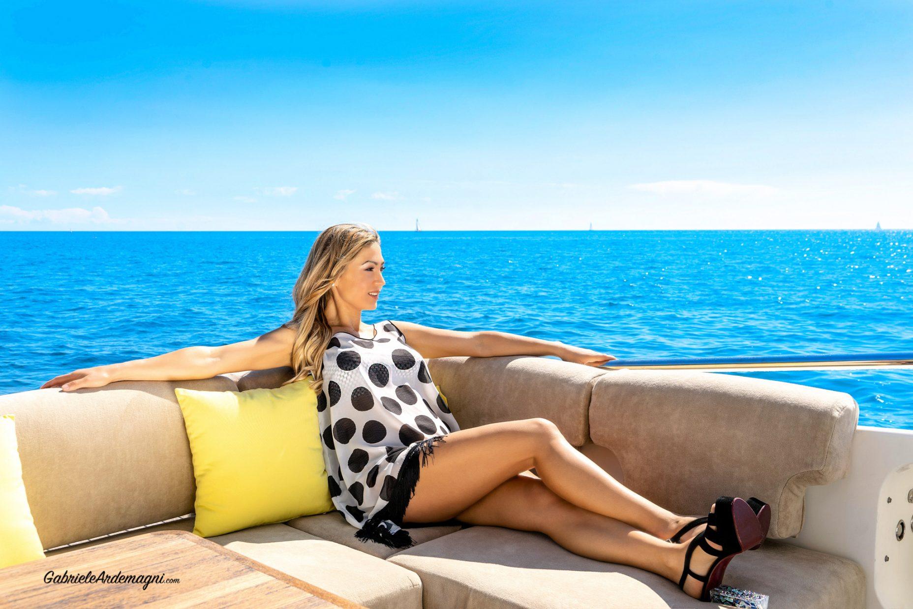 Klodiana Koci Yacht Principe Forte dei Marmi Copricostume Cotton Club scarpe Andrea Grivaldi
