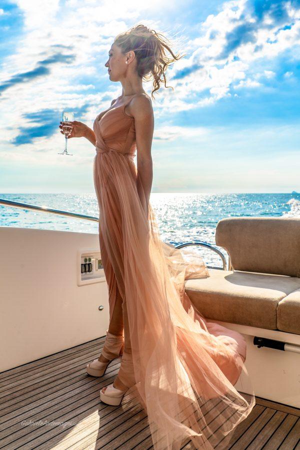 Klodiana Koci Yacht Principe Forte dei Marmi abito Elisabetta Franchi scarpe Andrea Grivaldi