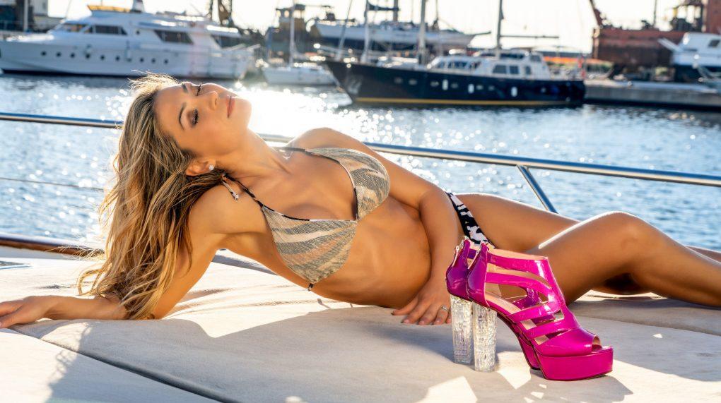 Klodiana Koci Yacht Principe Forte dei Marmi costume Cotton Club scarpe Andrea Grivaldi