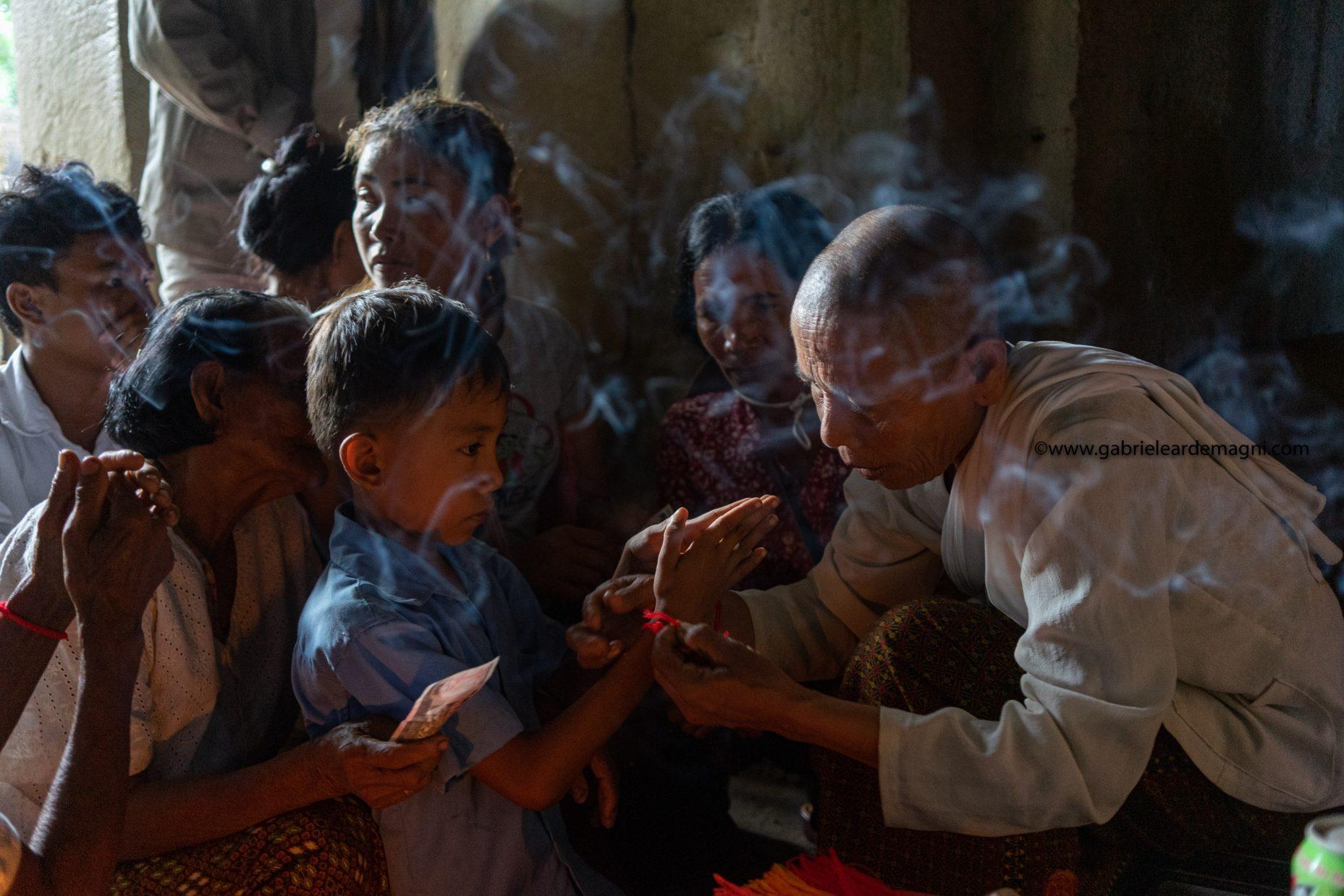 Angkor Watt monk photo gabriele ardemagni